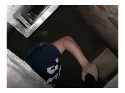 """Violador serial tenía una """"pieza secreta"""" en su casa  especial para secuestrar víctimas"""