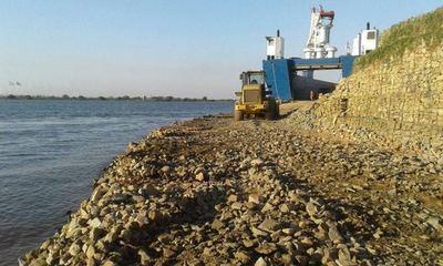 Crecida del río amenaza con aislar a la localidad de Alberdi