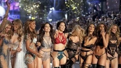 """HOY / Victoria's Secret le dice """"no"""" a trans y chicas de talla grande para """"mantener su esencia"""""""