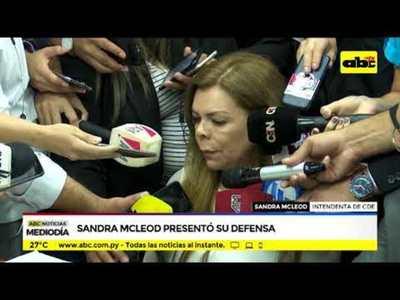 Sandra McLeod presentó su defensa