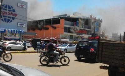 Shopping consumido por incendio en Encarnación