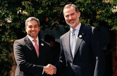 Rey de España conversa con Abdo Benítez sobre inversiones españolas