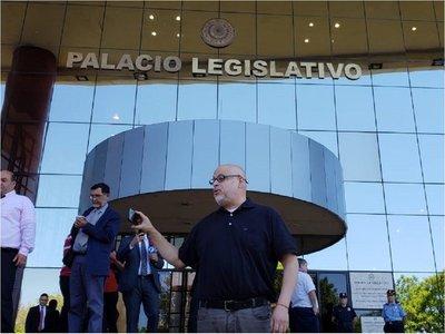 A causa de Paraguayo Cubas levantan sesión en el Senado