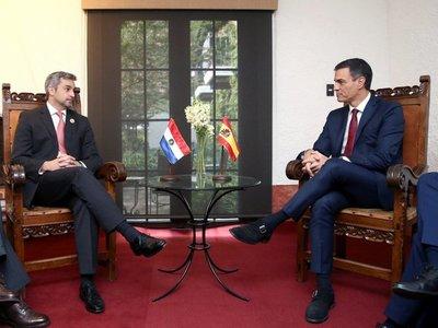 Abdo Benítez analiza con Pedro Sánchez crisis migratoria en Latinoamérica