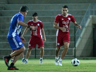 Paraguay trabajó con plantel completo