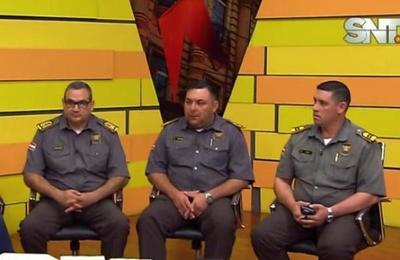 Agentes de la Caminera explican la regla del carril izquierdo