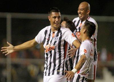 A fuerza de goles, Tacuara clama lugar en la selección