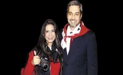 HOY / Fotógrafa VIP, con sueldo de la EBY, muestra su fiel apoyo a Mario Abdo