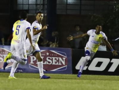 Santiago Salcedo anota el mejor gol de la fecha