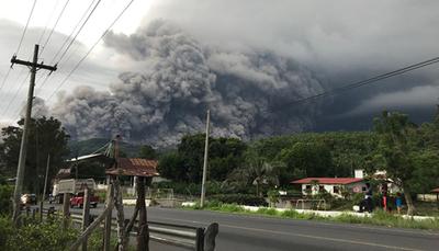 Guatemala bajo alerta roja por actividad del Volcán de Fuego
