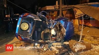 TRAS GRAVE ACCIDENTE EN B° SAN PEDRO, UN OCUPANTE SOBREVIVE EN ESTADO RESERVADO.