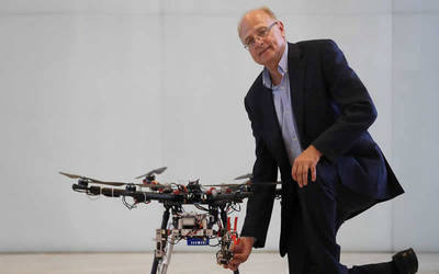 Drones con brazos pueden acabar con los accidentes de trabajos en altura