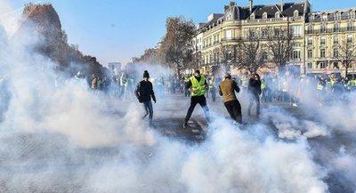 Ministro francés condena radicalización de protestas por subida de precio del combustible