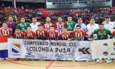 Paraguay goleó en el estreno