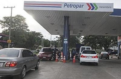 Titular de Petropar anunció que habrá baja de precio de combustibles