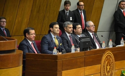HOY / Abdo entrega su paquete de leyes al Congreso para combatir lavado de dinero y terrorismo