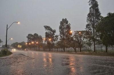 Anuncian viernes lluvioso con ocasionales tormentas