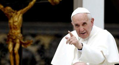 Papa invita a víctimas de abusos a reunión de obispos