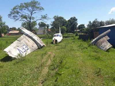 Vecinos se conmocionaron con la presencia de restos de un aeronave en el barrio Marista – Prensa 5