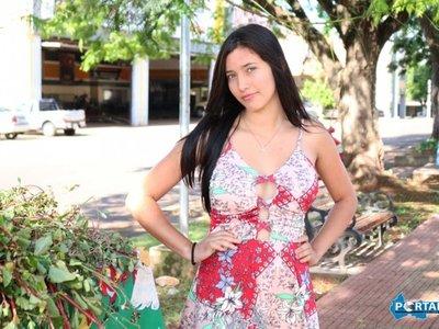 Saltoguaireña roba suspiros vendiendo POHÃ RO'YSÃ