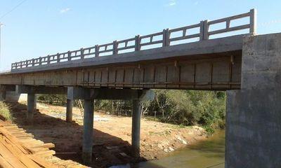 Iniciarán construcción de puentes en seis departamentos