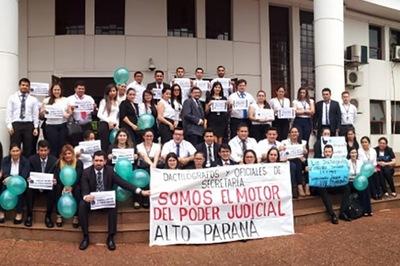 Funcionarios judiciales reclaman mejora salarial