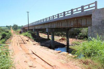 MOPC iniciará construcciones de puentes en seis departamentos del país