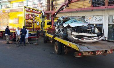 Conductor embiste contra camión