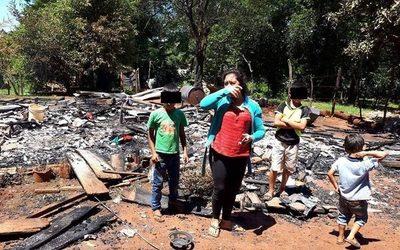 Piden ayuda para una familia que perdió todo en un incendio