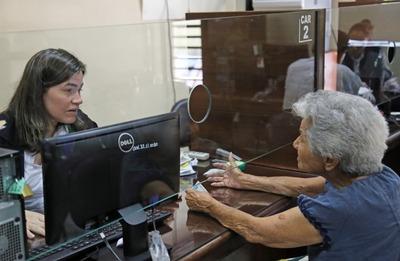 Más de 15.000 adultos mayores reciben pensión alimentaria