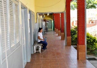 Dejan sin médicos, sin enfermeras y obstetras a Centro de Salud de Ayolas