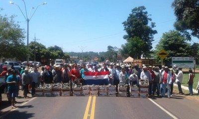 Productores cierran ruta en Guayaybí