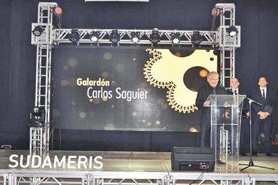 Sudameris premia a referentes del cine nacional