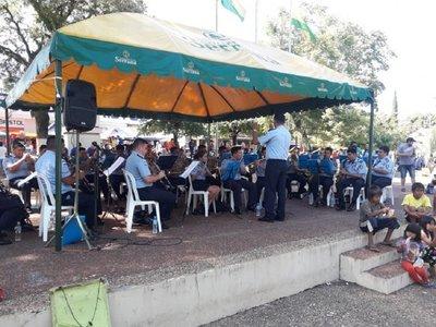 Policías ofrecen su música a la Virgen de Caacupé y a los feligreses