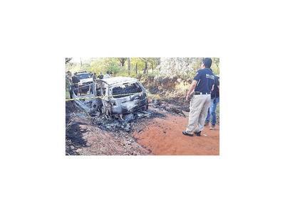 Abandonan vehículo quemado en PJC