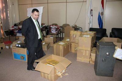 Caso Sandra McLeod: Hallan documentos y cheques en caja fuerte