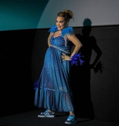 """Lali González, """"la voz de las embarazadas"""", estrenó su primer unipersonal"""