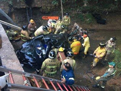 Muere joven tras caer con su vehículo a un arroyo en San Lorenzo