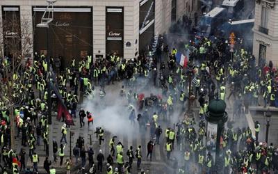 """Francia: 30 heridos y 950 detenidos en nueva protesta de """"chalecos amarillos"""""""