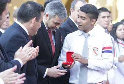 Presidente asistió a la graduación de alumnos del Colegio Nacional de la Capital