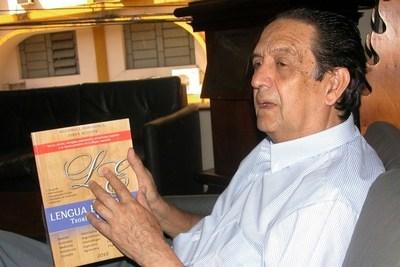 Académico paraguayo lanza nuevo libro sobre lingüística