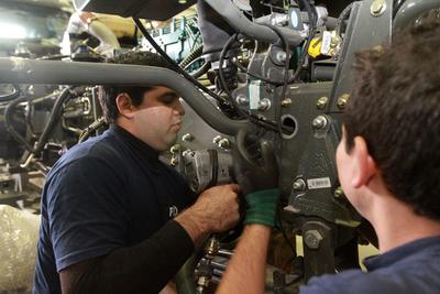 Sector automotriz tiene aún mucho por crecer en Paraguay, afirma ministra