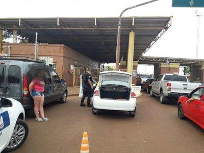 Interceptan vehículo con una adolescente en la cajuela