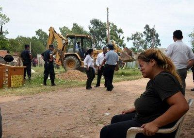 Desalojan a 23 familias de un terreno