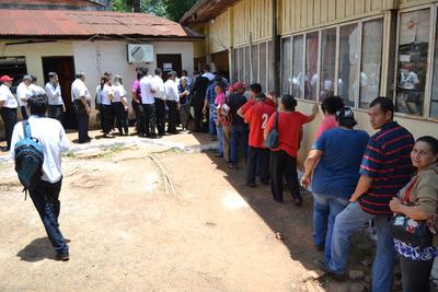 Inédita fila en Comuna de CDE