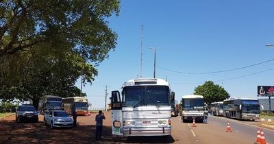 Federales requisan 3 buses de turismo en Foz de Yguazu