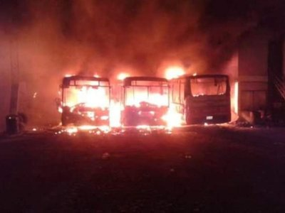 Tres colectivos se incendiaron en una parada