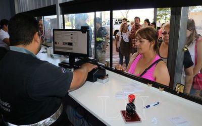 No hay multas para compatriotas que ingresen al país con documentos vencidos