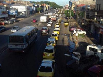 Taxistas se movilizan hacia el centro de Asunción