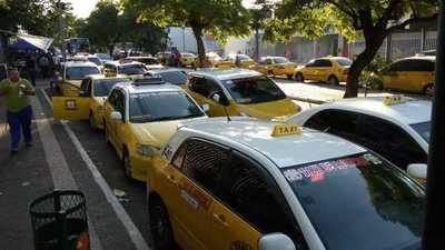 Taxistas se movilizan en contra del MUV-UBER
